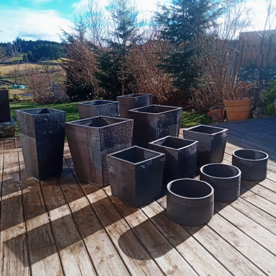 Garden pots: interior...